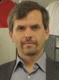 Robert Kuczek1
